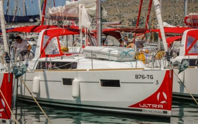 Segelyacht von Beneteau Oceanis 35 am Pier in Marina Trogir, Kroatien