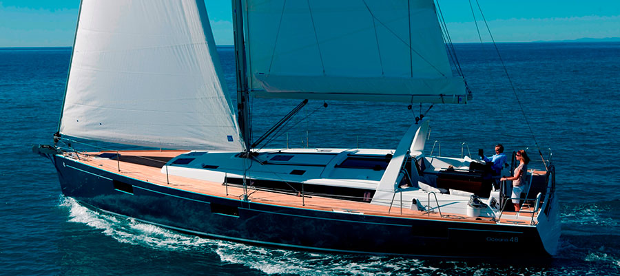 Oceanis 48 beim Segeln
