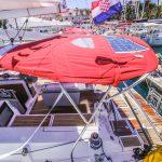 Bimini mit Solarpanelen von Segelyacht Beneteau Oceanis 45