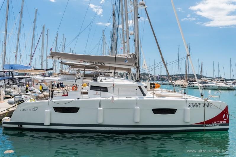 Katamaran Saona 47 in Marina Trogir in Kroatien
