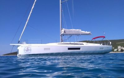 Backbordseite von Segelyacht Beneteau Oceanis 51.1 Yachtcharter in Kroatien