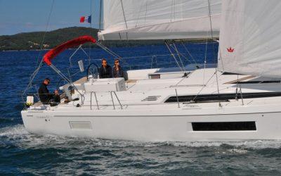 Cockpit von Segelyacht Beneteau Oceanis 51.1 beim Segeln in Kroatien