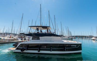 Motorkatamaran_MY44_Yachting_Kroatien_Umbrella (13)