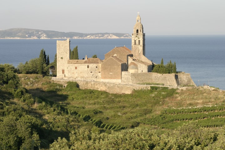 Kirchenturm auf der Insel Vis in Komiza